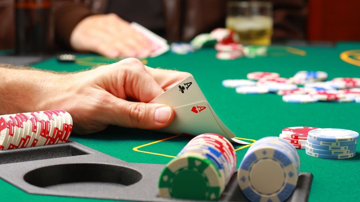 Texas Hold Em Poker Tips – Feeling the Game When Betting
