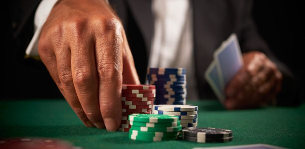 Texas Hold'em Poker Betting Rounds and Ranking
