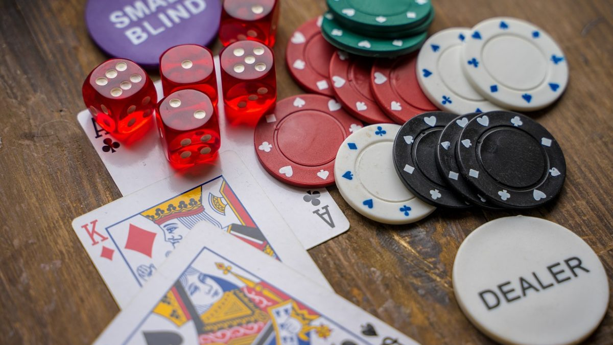 How will you be benefited by playing gambling online?