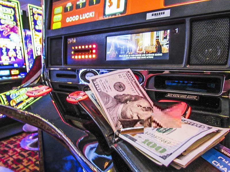Play Quality Slot Games Online With Earning Money